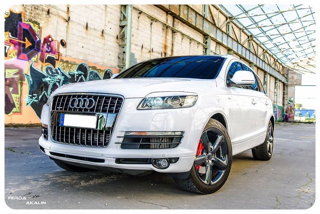 Audi Q7 Outdoor Shooting